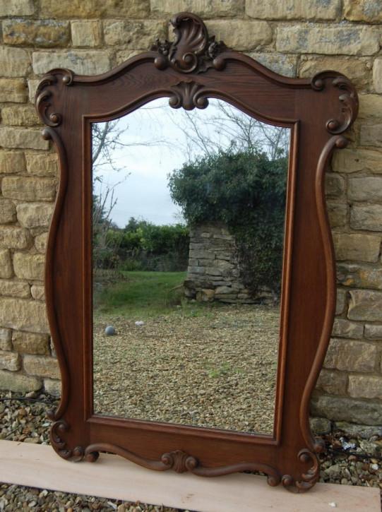 Antiker stilvoll geschnitzter französischer Spiegel mit Holzrahmen