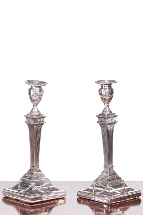 Antikes Paar versilberte Kerzenleuchter von George III