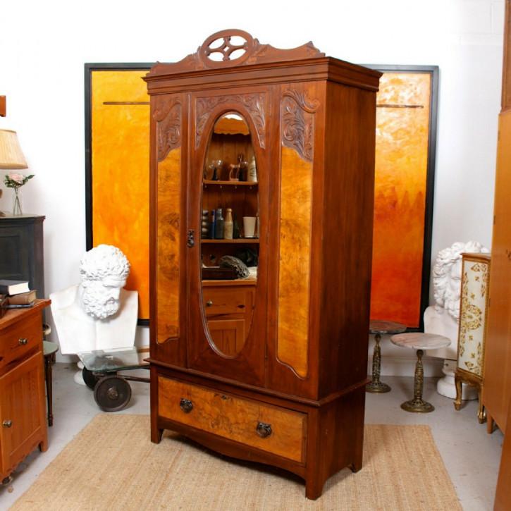 Antiker Kleiderschrank aus Nussbaumholz mit Spiegel