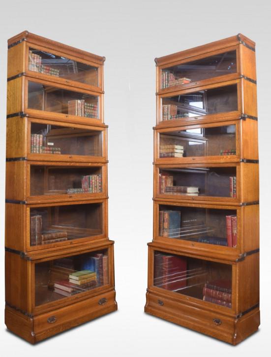 Paar antiker Globe Wernicke Bücherschränke aus massiver Eiche