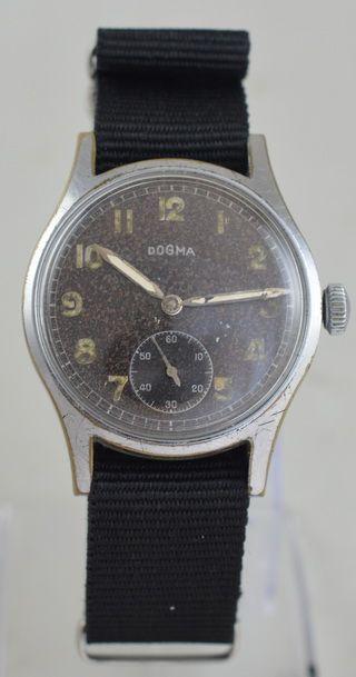 Antike militärische Armbanduhr aus dem 2. Weltkrieg