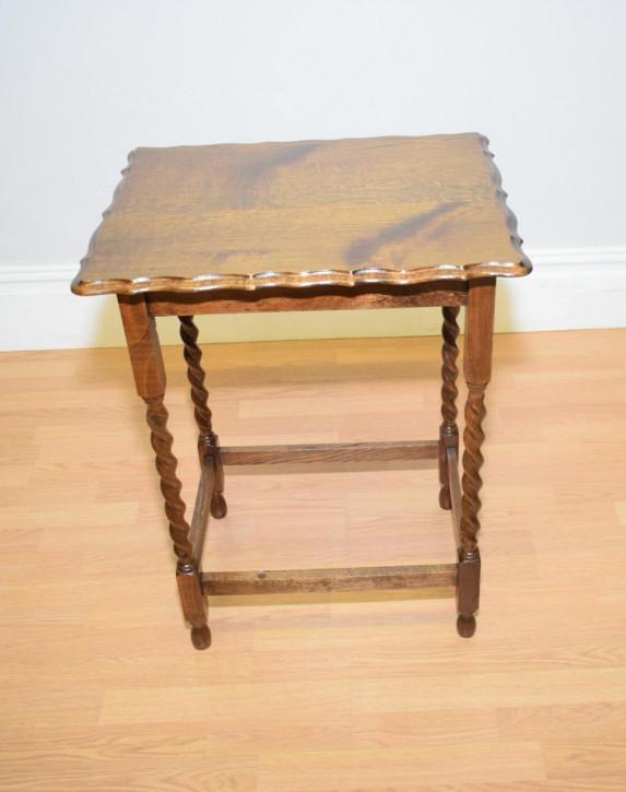 Antiker Beistelltisch aus Eichenholz