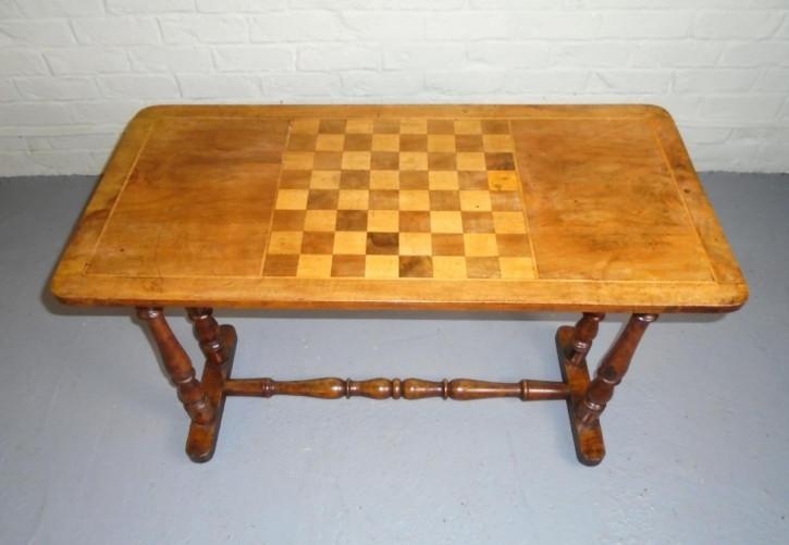 Antiker viktorianischer Walnuss-Spieltisch