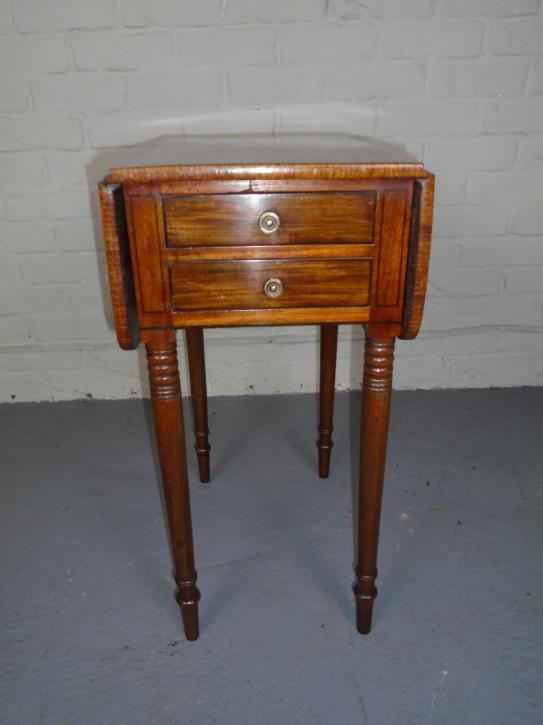 Antiker Arbeitstisch aus Mahagoni
