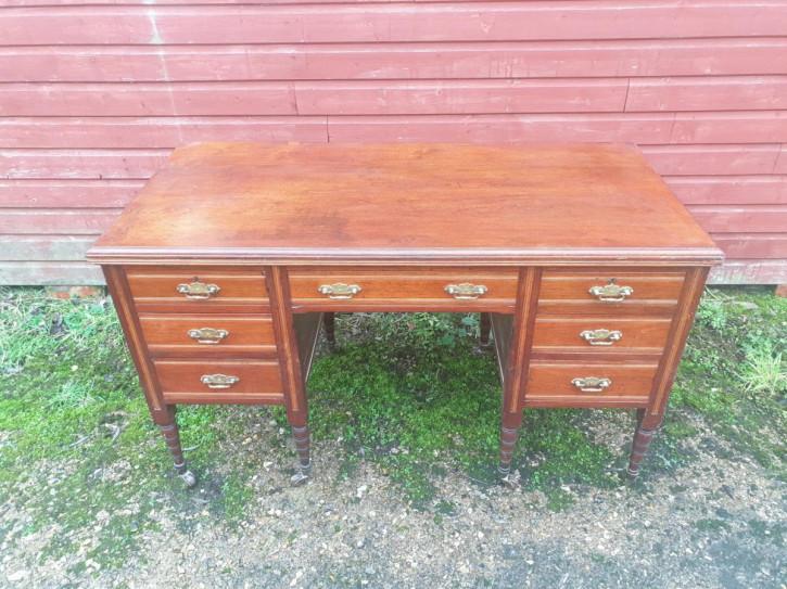 Antiker Kneehole Schreibtisch aus Walnussholz