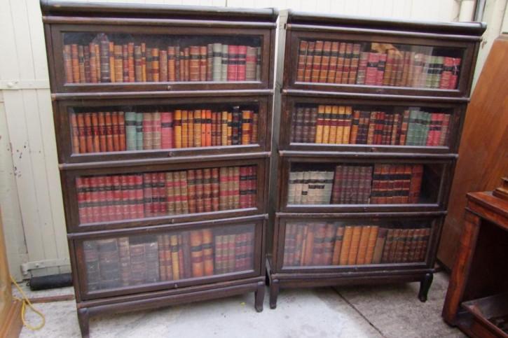 Antikes Paar Globe Wernicke Bücherschränke