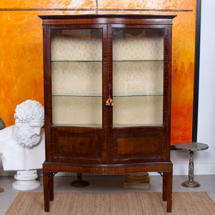 Antikes serpentine bookcase/Bücherschrank aus Mahagoni Massivholz 1900