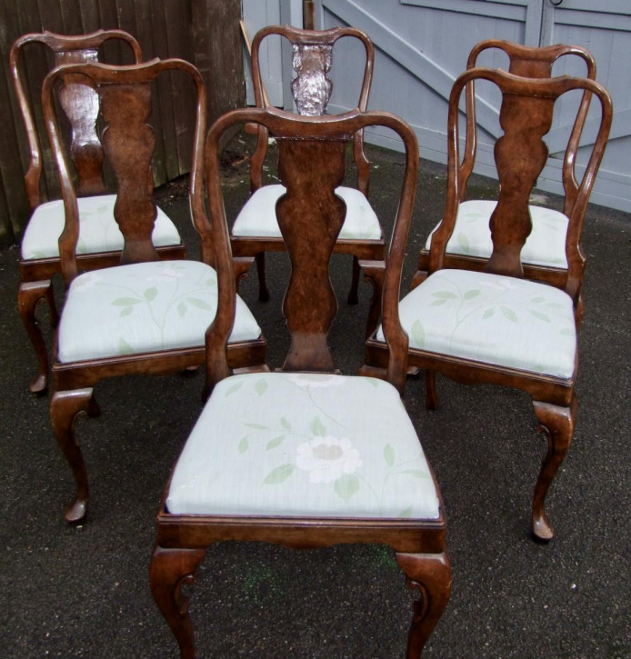 Antikes Set mit sechs Esszimmerstühlen aus Walnussholz