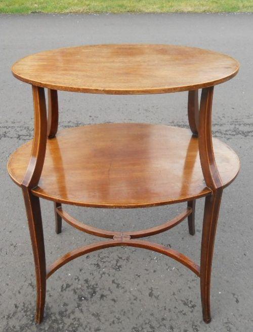 Antiker zweistufiger Mitteltisch aus Mahagoni um 1900