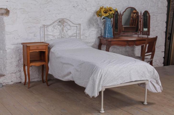 Kleines antikes Einzelbett aus Eisen um 1900