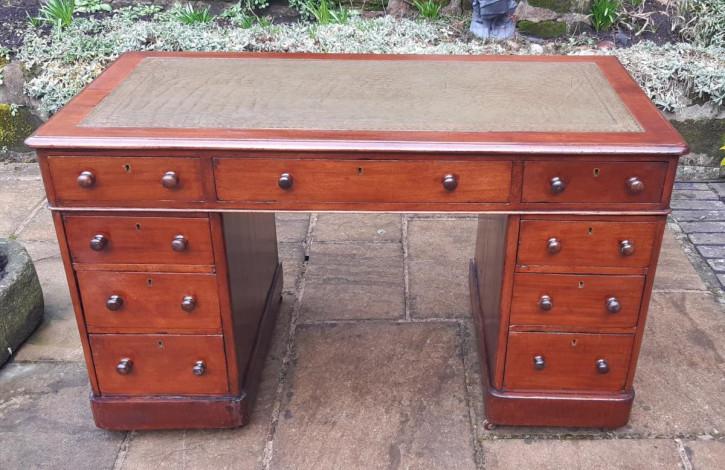 Antiker pedestal desk Schreibtisch aus Mahagoni Massivholz
