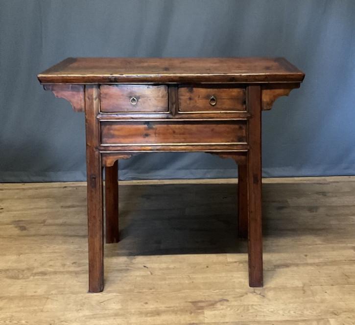 Antiker, chinesischer Provinztisch aus Kiefernholz Massivholz spätes 19. Jahrhundert