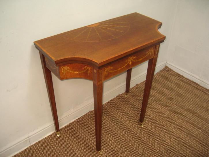 Antiker Beistelltisch/Spieltisch aus Mahagoni Massivholz 1900