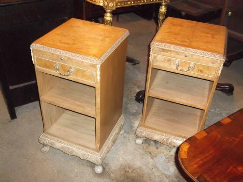 Antikes Paar Nachttische / -schränke aus Walnussholz