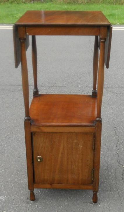 Großer Mahagoni Dropleaf Nachttisch von 1900