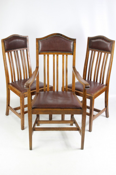 Antikes Set mit 3 Arts & Crafts Eichenstühlen