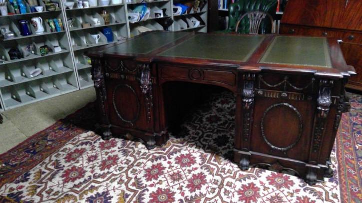 Sehr großer Chippendale Revival Partners Desk, Mahagoni, ca. 1940