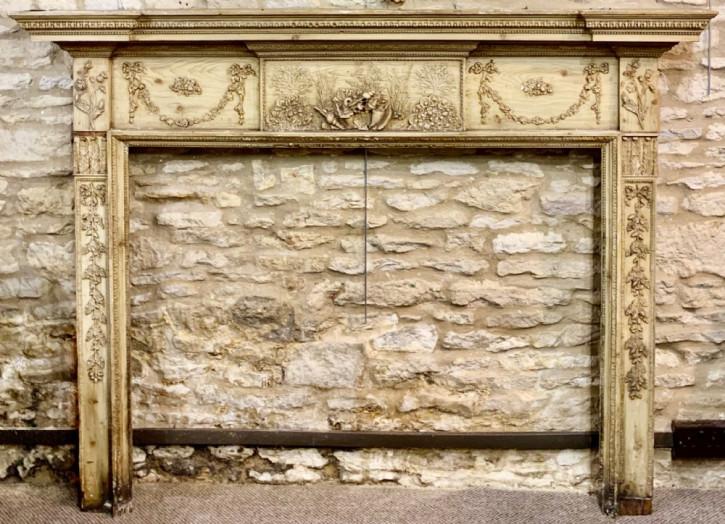 Antike Kaminumrandung mit sehr schönem Gesso Relief, ca. 1810