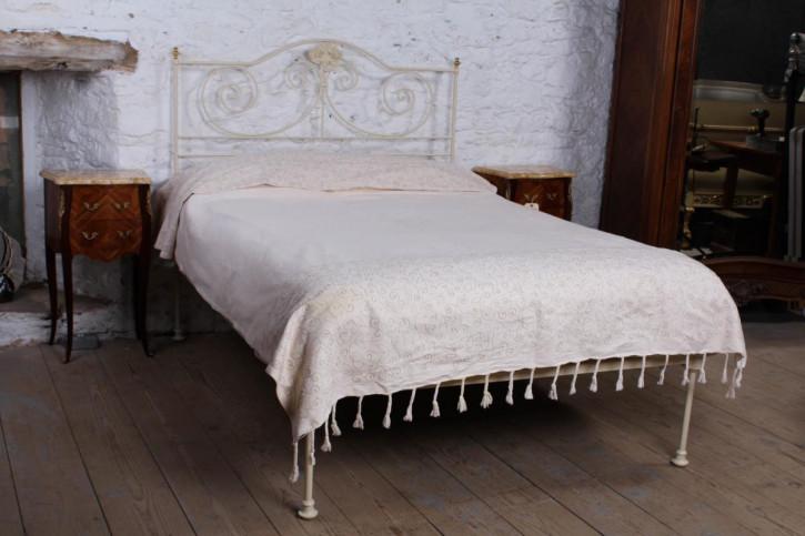 Schmiedeeisernes Doppelbett