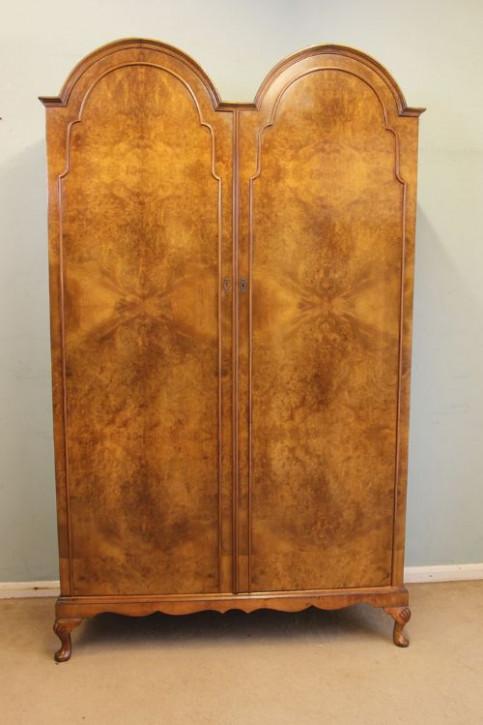 Antike Doppel-Gaderobe aus Nussbaumholz