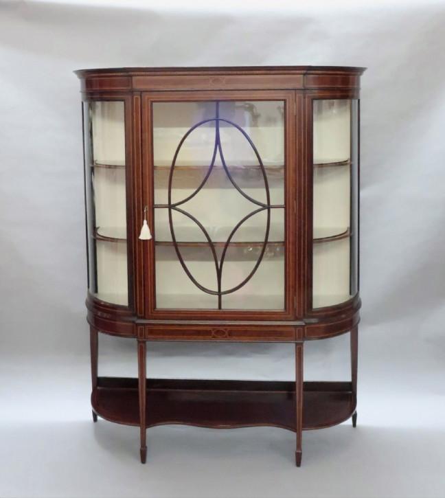 Edwardianische Glasvitrine
