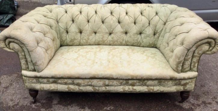Chesterfield-Sofa aus dem 19. Jahrhundert mit geknöpfter Rückenlehne