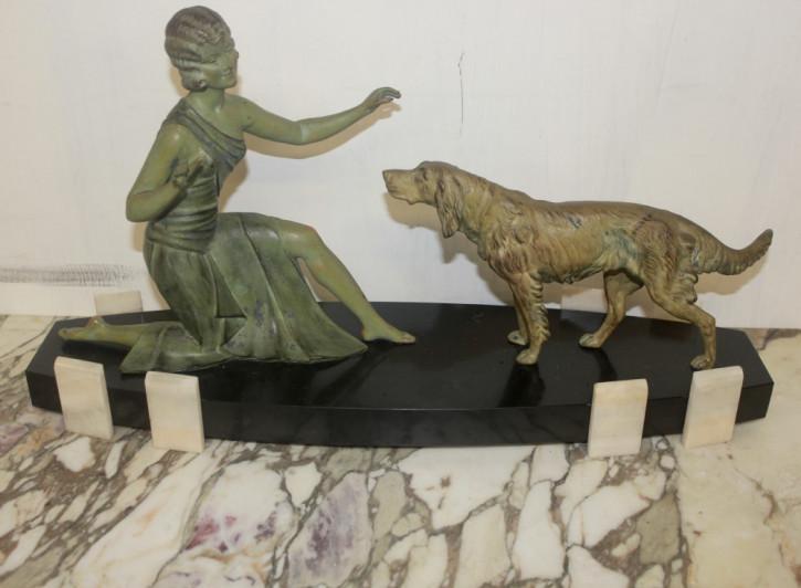 Art Deko Skulptur Mädchen mit Hund  France
