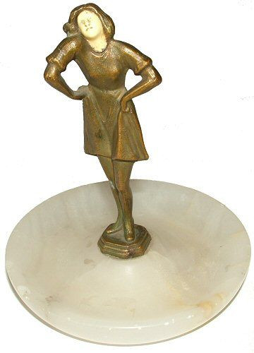 Art Deko Figur  ermutlich Spelter, Figur einer Frau. Ruht auf einem Alabaster-Rundsocke