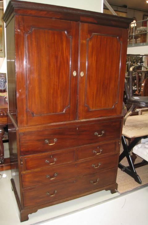 Georg III Mahagoni Kleiderschrank Original   1840  Wohnzimmerschrank aus massiven Holz   Mahagoni