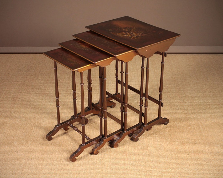 Bemalter Beistelltisch Tisch Quartett 1920 Nest of Table