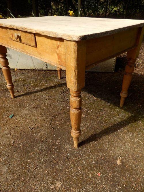 Viktorianischer Tisch aus Kiefer aus dem 19.JH