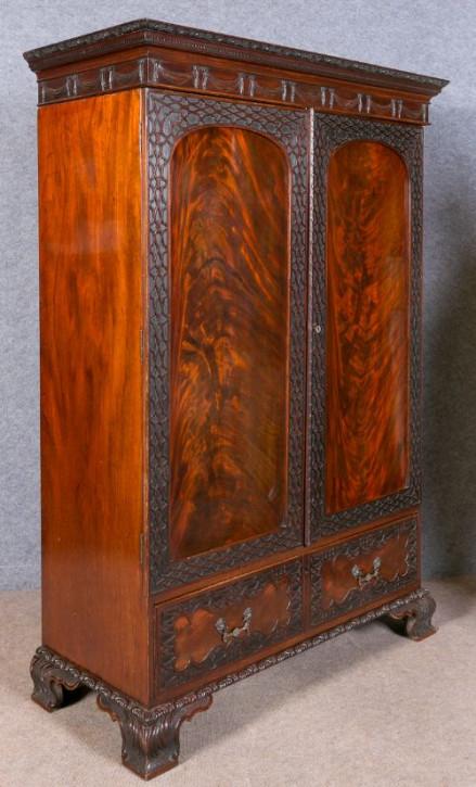 Antiker Mahagoni Kleiderschrank Chippendale Stil 19 JH