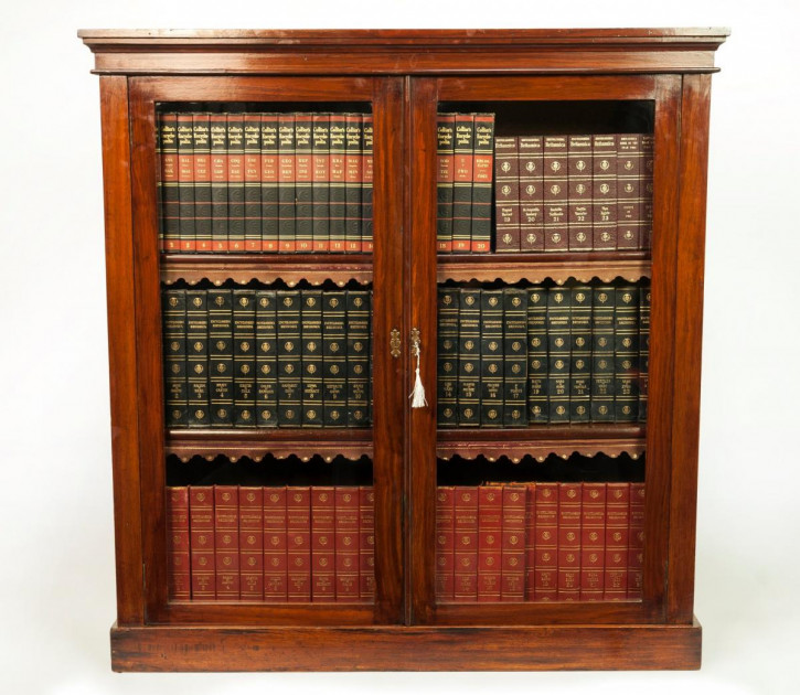 Großer, viktorianischer Bücherschrank aus Walnussholz, zweitürig, 1880