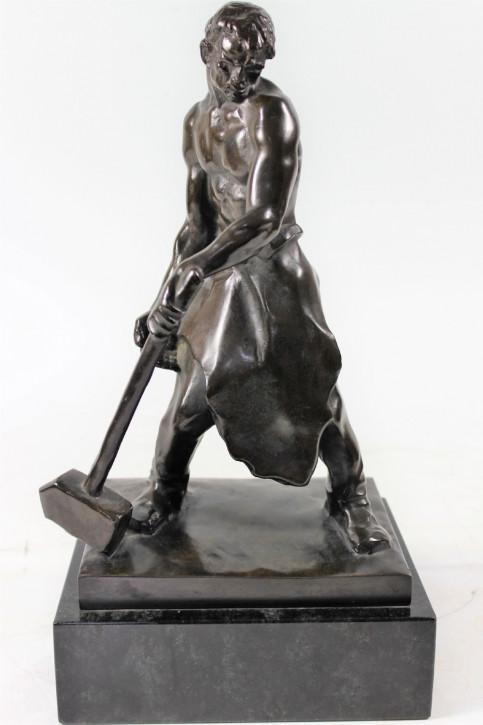 Art Deco Bronzefigur Eisenhändler von H Bayer von ca. 1930