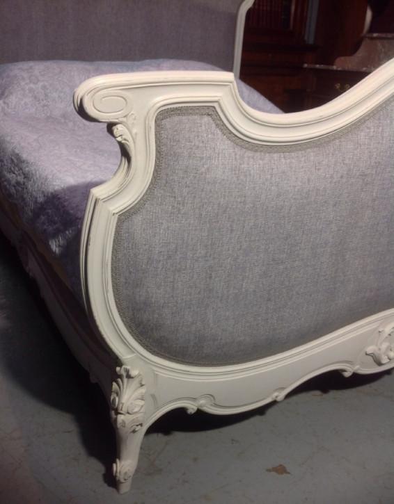 Lackiertes französisches Nussbaum Kingsize Bett Original antik