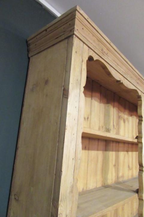 Antiker viktorianischer Wohnzimmerschrank im Landhausstil Massivholz Kiefer 1880