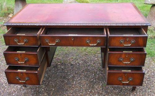 Edwardian Mahagoni Schreibtisch mit Knieloch von ca. 1910
