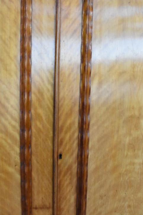 Viktorianischer zweitüriger Kleiderschrank aus Satinholz von ca. 1880
