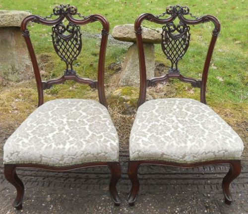 Antikes edwardisches Paar Massivholz Mahagoni Stühle 1900