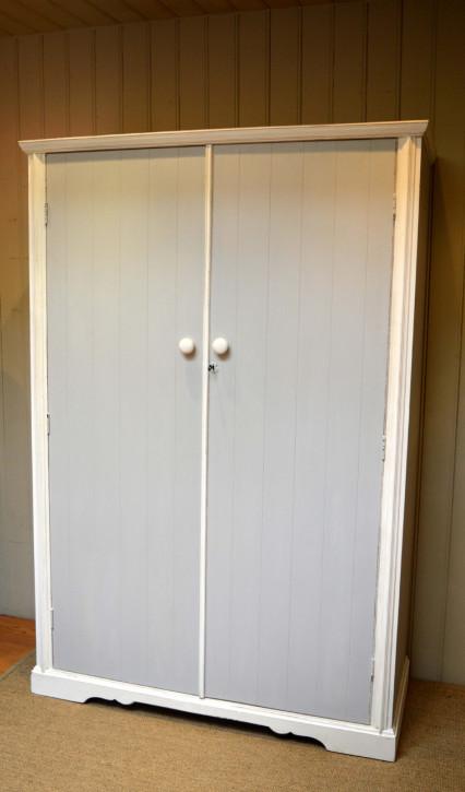 Original antiker englischer Echtholz Kleiderschrank weiß lackiert 1920