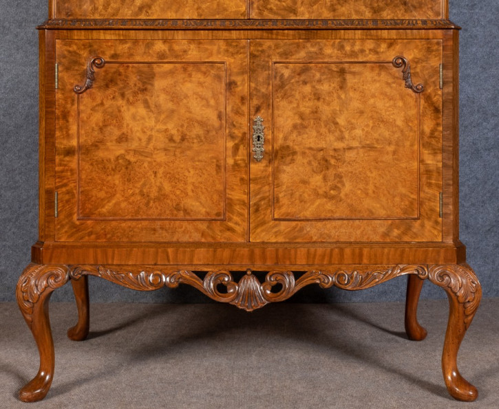 Original Antiker Englischer Nussbaum Queen Anne Stil Cocktail-Schrank ca. 1920