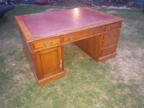 Stilvoller antiker englischer massiver Mahagoni Schreibtisch Pedestal Desk 1910