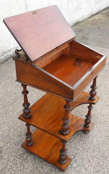 Viktorianischer Antiker Englischer Nussbaum Davenport Schreibtisch ca. 1870
