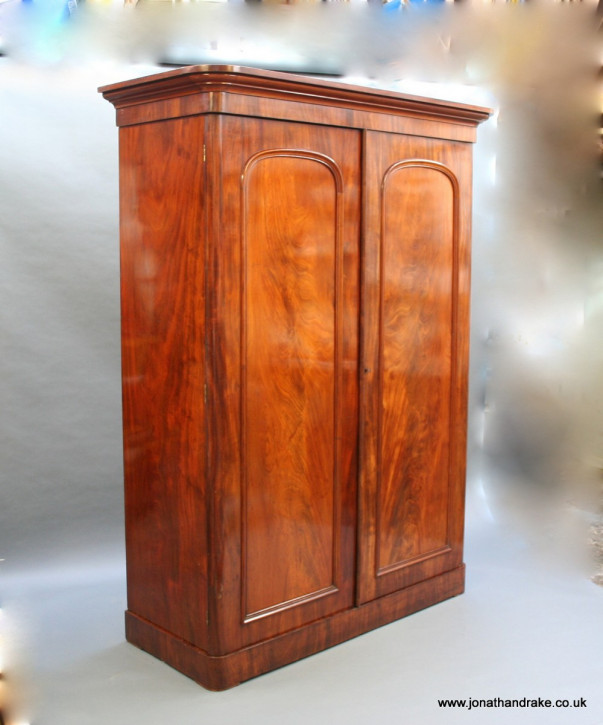 Viktorianischer Antiker Mahagoni Kleiderschrank ca. 1860