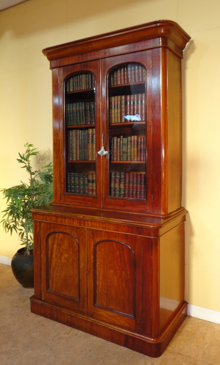 Viktorianischer Antiker Englischer Mahagoni Bücherschrank ca. 1860