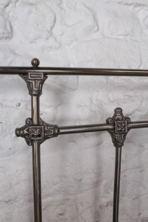 Englisches Antikes brüniertes Eisen Messing Kingsize Bett ca. 1900