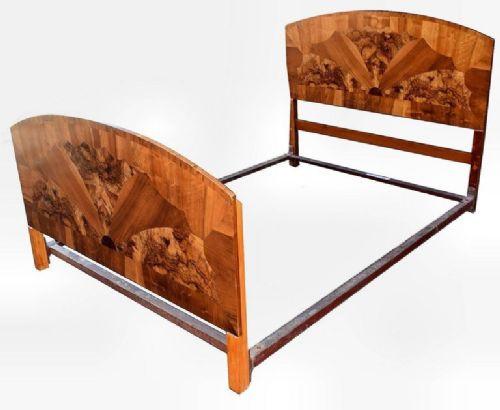 Art Deco Antikes Englisches Nussbaum Doppelbett ca. 1930