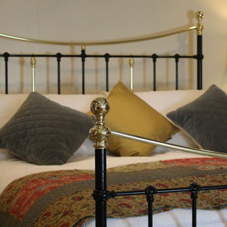 Viktorianisches Antikes Englisches Gusseisen und Messing Bett ca. 1890