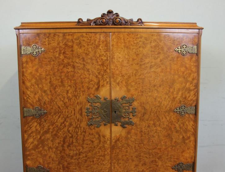 Antiker Queen Anne Cocktailschrank Nussbaum englisch ca 1920