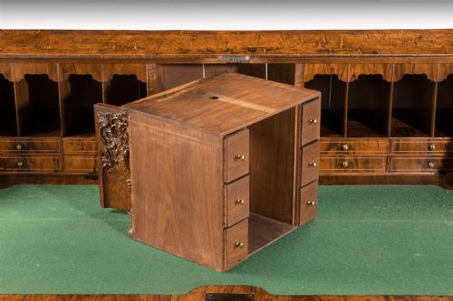 Antiker original englischer Nussbaum Sekretär ca 1750